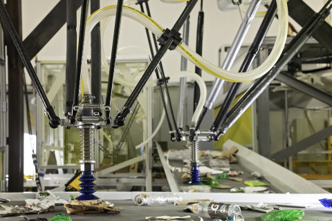 AMP Cortex dual-robotic system sorting materials. (Photo: Business Wire)