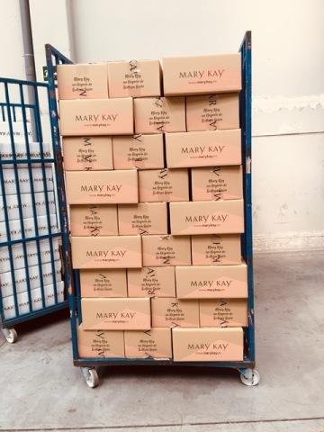 Los productos Mary Kay® listos para ser donados al Hospital IFEMA de Madrid. (Photo: Mary Kay Inc.)