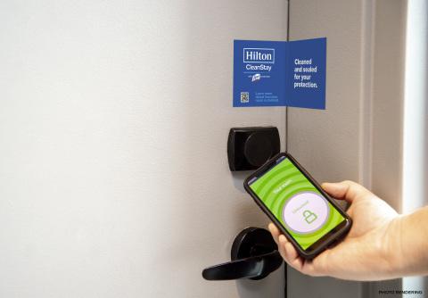 ヒルトンが清潔なホテルの新基準を設定し、RB/ライゾールおよびメイヨークリニックとの協力でチェックインからチェックアウトまでの衛生慣習を向上させる。(写真:ビジネスワイヤ)