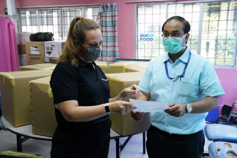 A representative from Fusionex and Batik Boutique delivering the personal protective equipment (PPE) to Dr Raymond George Varughese from Hospital Kuala Lumpur (Photo: Business Wire)