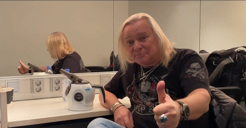 Various renown voice professionals have been using WellO2 to help with their voice problems. Among the artists is Uriah Heep's lead singer Bernie Shaw, who has warmly endorsed WellO2. (Photo: Business Wire)