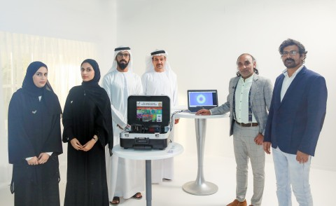 Left to right: Executive team working on the project Aryam Ahmed and Latifa Alseiari, Project director of lab Abdulla Rashidi, IHC board member Nader Al Hamadi, Lead Doctor Dr. Pramod Kumar and Dr. Mohammad Firoz Khan (Photo: AETOSWire)
