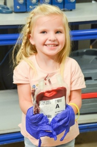 Your donation of blood helps kids like 4-year-old Adelyn, who just had her 66th blood transfusion. (Photo: Business Wire)