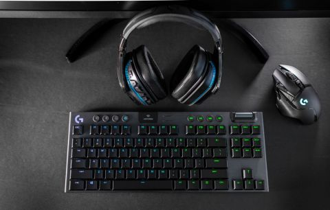 The Logitech G915 TKL Gaming Keyboard combines LIGHTSPEED Wireless, RGB lighting and amazing battery life in a sleek, ultra-thin design that creates a new standard for gaming keyboards (Photo: Business Wire)