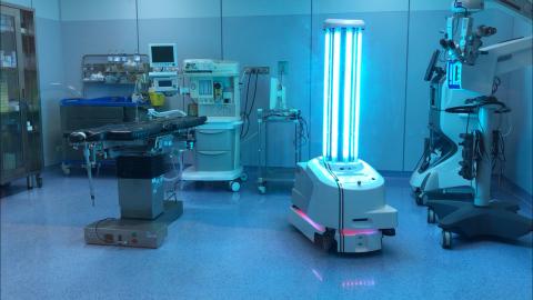 """迄今为止,UVD自动行驶消毒机器人已在全球50多个国家推出,并取得了巨大成功。在意大利拥有多家私人医院、最近开始使用UVD机器人的Gruppo Poloclinico Abano首席外科医师Christiano Huscher表示:""""在收到UVD机器人之前,我们撒丁岛医院的六位医生已经感染了冠状病毒。自从两个月前开始使用机器人进行消毒以来,我们的医生、护士或患者中没有一人感染COVID-19。""""(照片:美国商业资讯)"""