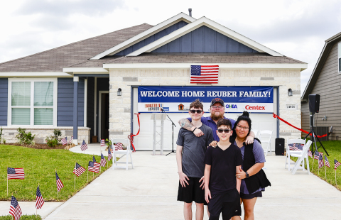 U.S. Army Sergeant First Class Justin Reuber and family at their new mortgage-free Centex home in Hockley, Texas. (Photo: Business Wire)