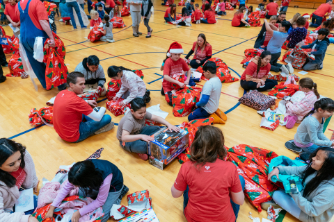 Vivint Smart Home volunteers participating in Sub for Santa. (Photo: Business Wire)