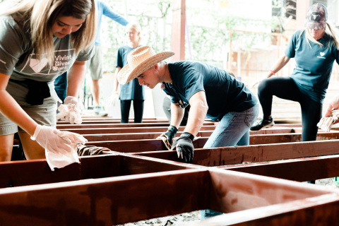Vivint Smart Home volunteers in La Carpio, Costa Rica. (Photo: Business Wire)