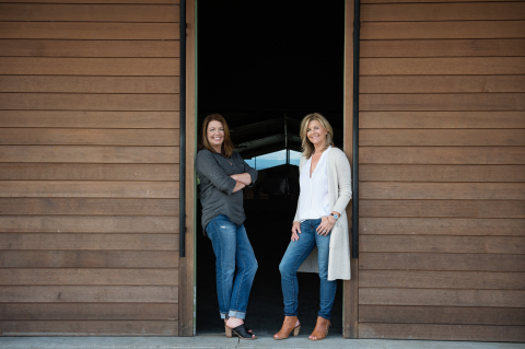 Anna Maria and Luisa Ponzi in front of winery (Photo: Business Wire)