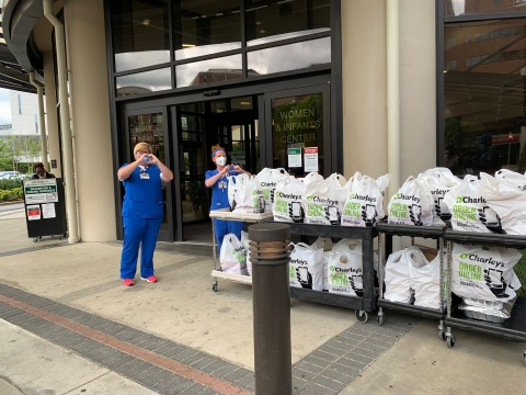 Hospital staff saying thank you after O'Charley's delivered free meals as part of its Hometown Heroes initiative. (Photo: Business Wire)