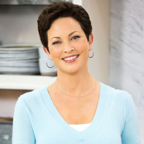 Nutritionist Ellie Krieger do a cooking demonstration as part of Mom's Meals' virtual presence at AHIP. (Photo: Business Wire)