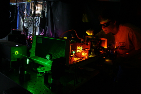A student in the Nesbitt Lab at JILA uses high-resolution laser spectroscopy to study nanoparticle systems. (Photo: Business Wire)