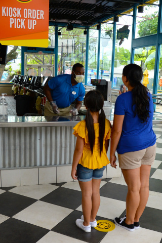 Six Flags launches Mobile Food Ordering via the Six Flags App. Guests can avoid long lines and enjoy their favorite theme park food with minimal contact. (Photo: Business Wire)