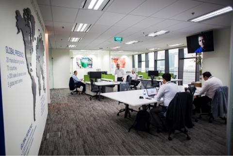 スウェージロックのアジア太平洋地域ビジネス担当チームは、シンガポールに開設したオフィスに勤務し、地元の指定販売会社と協力して、お客さまに価値をお届けします