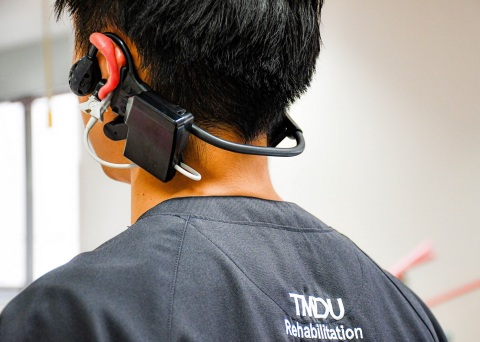 A physical therapist in the Rehabilitation Center at TMDU tests an early prototype wearable headset system. (Photo: Business Wire)