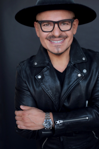 玫琳凱全球美妝大使Luis Casco(照片:玫琳凱)