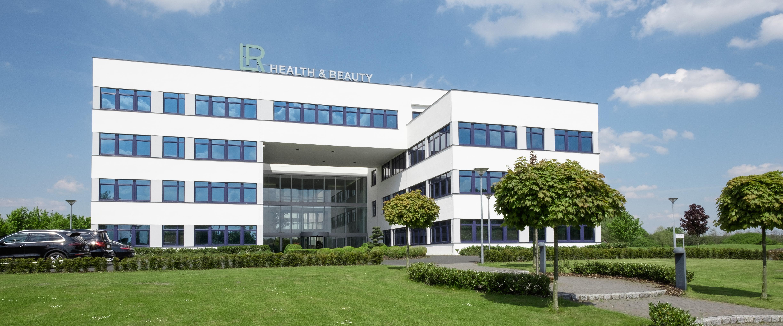 Lr Health Beauty Da Un Business Composta Da 5 Persone A Un Attore Globale Business Wire