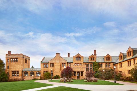 Exterior of Wyndhurst Manor & Club. (Photo: Business Wire)