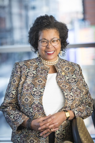Stephanie Smith, Fifth Third Bank's senior vice president and chief inclusion and diversity officer. (Photo: Business Wire)