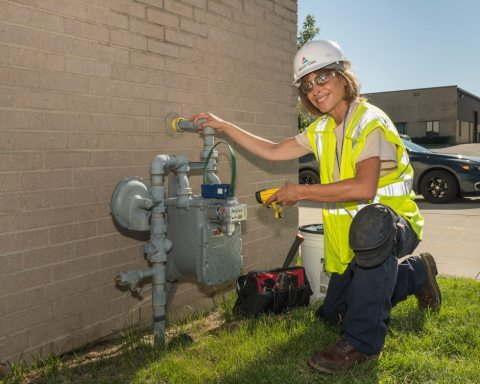 Lori Reese, Nicor Gas meter reader, activates a Sensus FlexNet communication module that will communicate data to and from current residential and commercial natural gas customers. (Photo: Business Wire)