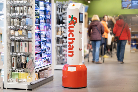 Trax's autonomous robot at the Auchan Alfragide hypermarket in Lisbon, Portugal (Photo: Business Wire)