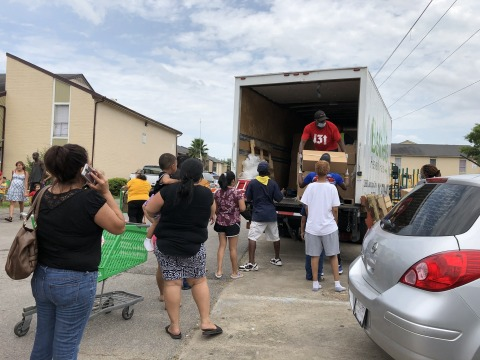 Volunteers assisting with donations during one of the Altus Foundation's COVID-19 initiatives that has helped over 4,000 members of the Houston community. (Photo: Business Wire)