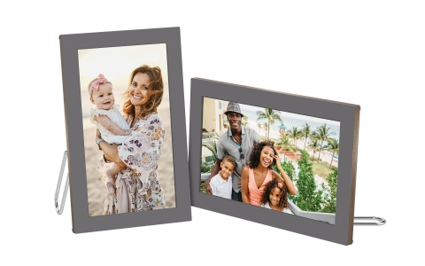 This new desktop digital photo frame from NETGEAR is designed for the enjoyment of your cherished moments on the brilliant display. (Photo: Business Wire)