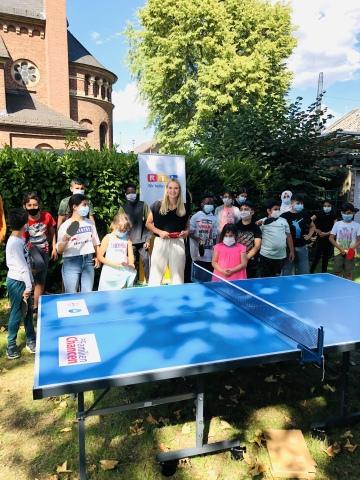 Pia Stutzenstein mit Kindern des RTL-Kinderhauses in Köln. Credits: MG RTL D