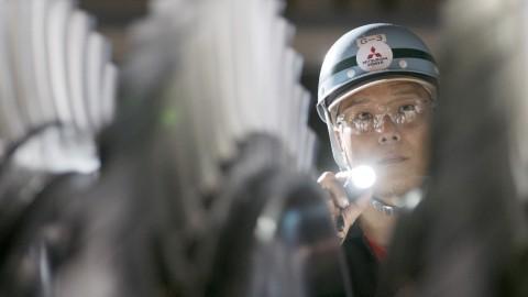 Mitsubishi Power poursuit son historique de service exemplaire avec des experts, y compris ces employés à Takasago Works au Japon, prêts à collaborer avec des clients afin de faire face aux difficultés des entreprises et de créer ensemble l'avenir de l'énergie. (Photo: Mitsubishi Power)