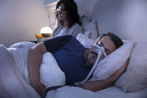 ResMed AirTouch N20 nasal CPAP mask, couple sleeping, side view (Photo: Business Wire)