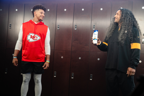Patrick Mahomes and Troy Polamalu Are Back with Head & Shoulders to Take It Up to 100. (Photo: Business Wire)