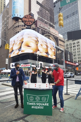 "The Dough Must Go On! Krispy Kreme celebrates the grand opening of its new flagship on Broadway in New York City's Times Square on Tuesday, Sept. 15, 2020, by turning on the world's largest Hot Light with the help from its new neighbors, cast members of ""Chicago"" – Broadway's longest-running American musical. Krispy Kreme CEO Mike Tattersfield (right) and Times Square Alliance President Tim Tompkins (left) are joined by three cast members of ""Chicago"" (left to right center) Lana Gordon, Jessica Ernest and Michael Scirrotto. . (Photo: Business Wire)"