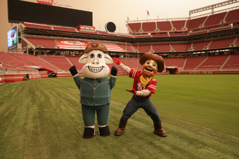 San Francisco 49ers Sourdough Sam and Clover Sonoma's Clo the Cow take to the field to test their skills. (Photo: Business Wire)