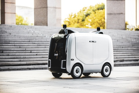 Alibaba Cloud unveiled autonomous logistics robot for last-mile deliveries (Photo: Business Wire)