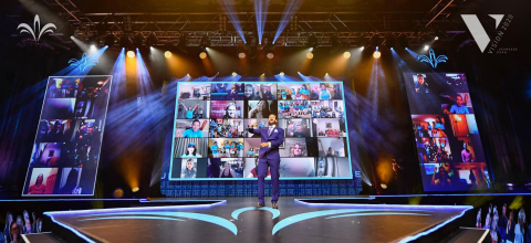 Jeunesse Chief Visionary Officer Scott Lewis interacts with Super Fans during the Jeunesse EXPO 2020 Vision: Global Virtual Kick-Off event at the Hard Rock LIVE inside Universal Orlando Resort. (Photo: Business Wire)