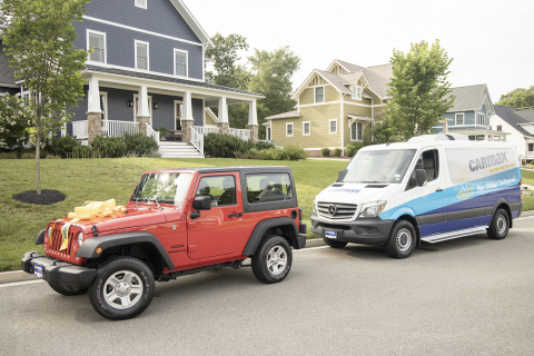 CarMax customers have the option to buy a car online and receive delivery through contactless curbside pickup, available nationwide, or home delivery, available to most customers. (Photo: Business Wire)