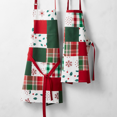Dolly Parton Launches New Collaboration with Williams Sonoma Including Aprons and Oven Mitts Inspired by Her Coat of Many Colors (Photo: Williams Sonoma)