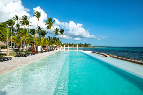 New saltwater infinity pool at Viva Wyndham Dominicus Beach. (Photo: Business Wire)