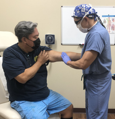 Vascular surgeon Eugene Tanquilut examines Peter Song's new Ellipsys dialysis access. (Photo: Business Wire)