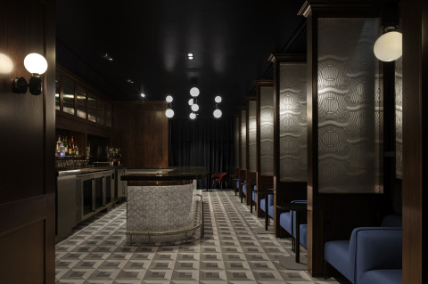 "The ""1850"" Speakeasy bar evokes the Prohibition era through its design and sophisticated versions of classic cocktails to enjoy within the Centurion Lounge at John F. Kennedy Airport (Photo: Business Wire)"