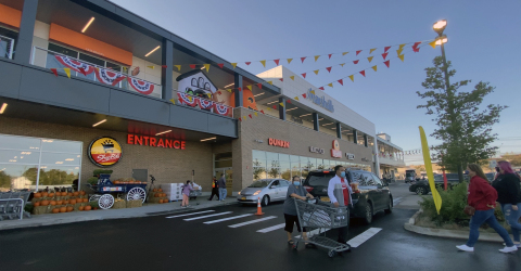 ShopRite opened its 70,000-square-foot, state-of-the-art store at The Boulevard, Kimco's approximately $200 million Signature Series redevelopment on Staten Island (Photo: Business Wire)