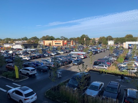 Full parking lots at the grand opening of ShopRite at The Boulevard, Kimco's approximately 400,000-square-foot open-air Signature Series redevelopment (Photo: Business Wire)