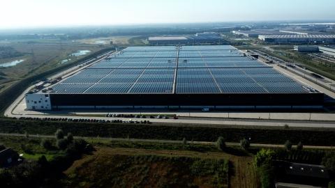 PVH Europe荷蘭芬洛倉儲物流中心太陽能屋頂 (照片:美國商業資訊)