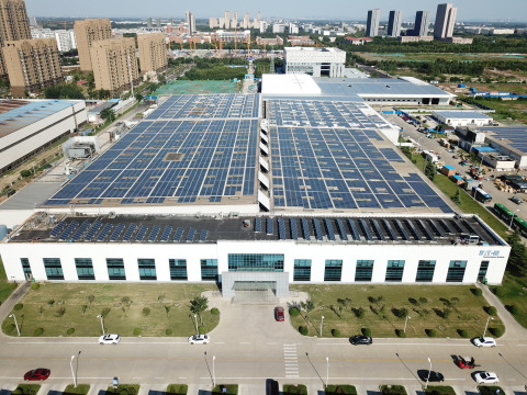 Eaton's Vehicle Group site in Jining, China, installed a solar roof to generate electricity for the facility. (Photo: Business Wire)