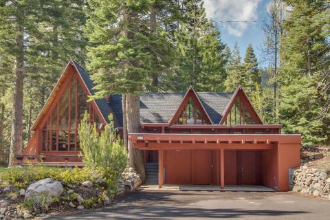 Dwengi House: a Vacasa vacation rental in North Lake Tahoe, California. (Photo: Business Wire)