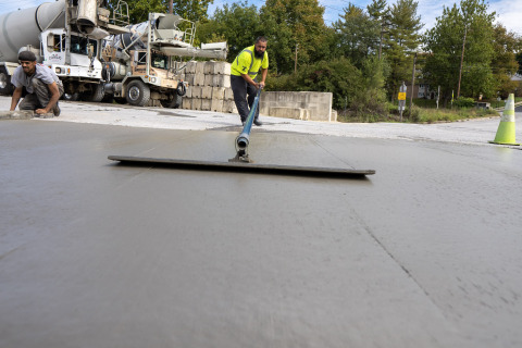 Solidia's new applications can reduce the carbon footprint of ready-mix concrete by reducing the emissions of cement and consuming CO2 (Photo: Business Wire)