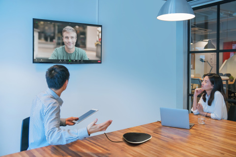 The image of YVC-330 and Zoom in a conference room (Photo: Business Wire)
