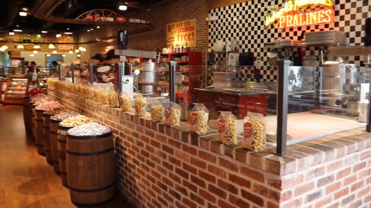 Just in time for Halloween! River Street Sweets • Savannah's Candy Kitchen is opening a sweet shop in sunny Orlando and can't wait to serve up World Famous Pralines®, Chocolate Loggerheads, ice cream and other handmade treats.