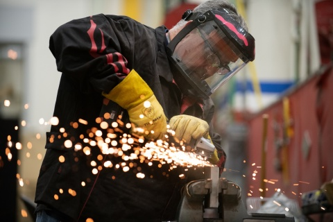 BAE Systems employee Dennis Cichoski works in the Sterling Heights prototype shop. (Photo: BAE Systems)
