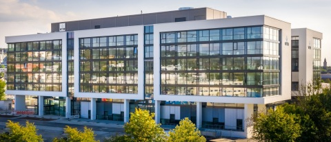 Vetter is committed to investments and progress even during globally difficult times: The new corporate headquarters, Ravensburg Vetter Kammerbruehl, was recently housed for business operations, offering generous space and innovative technology. Source: Vetter Pharma International GmbH
